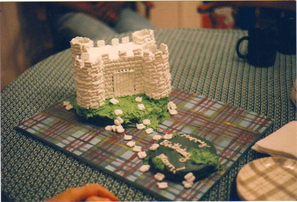Meringue_castle_cake